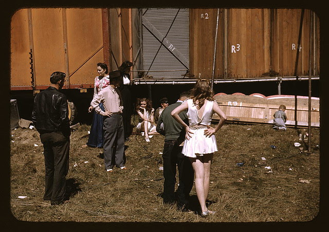 """""""Backstage"""" at the """"girlie"""" show at the Vermont state fair, Rutland (LOC)"""