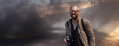 New York Times photographer Tyler Hicks walks near the frontline in Ras Lanuf, Libya. (John Moore/Getty Images)