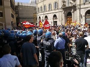 Foto presidio Cobas a Montecitorio