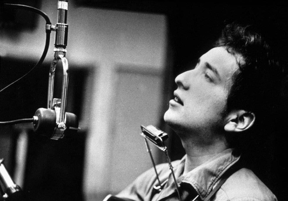 Bob Dylan durante la grabación de su primer disco en Columbia Studios (Nueva York) en 1962.