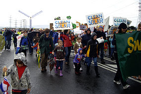 Hundreds of activists have marched outside Hazelwood power station, demanding it be shut down.