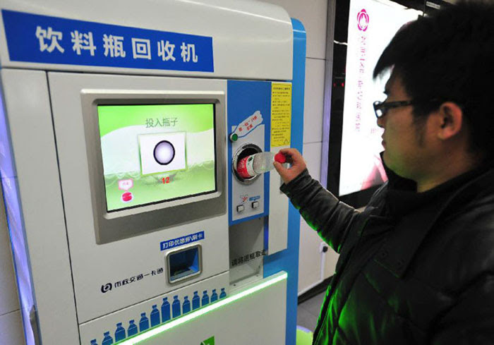 Αποτέλεσμα εικόνας για Στο Μετρό του Πεκίνου επιτρέπεται η πληρωμή εισιτήριου με πλαστικά μπουκάλια