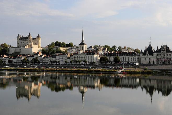 Ligações Ficheiro: Panorama of Saumur.JPG