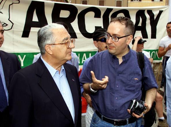 Franco Grillini (a destra) con Armando Cossutta  al Gay pride del 2000 a Roma