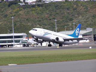 Air New Zealand B737 takeoff