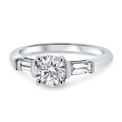 18ct White Gold Solitaire Diamond with Baguette Cut