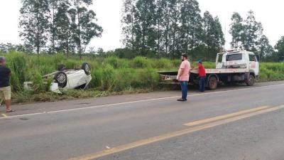 Pneu estoura e veículo capota na BR-135 no Maranhão