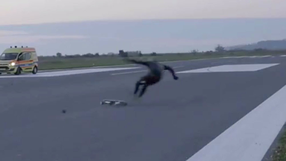 Electric skateboarder stacks it trying to set speed record  9Pickle