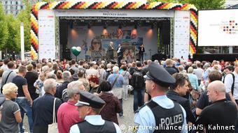Deutschland | Bürgerfest zum Tag der Deutschen Einheit in Dresden (picture-alliance/dpa/S. Kahnert)
