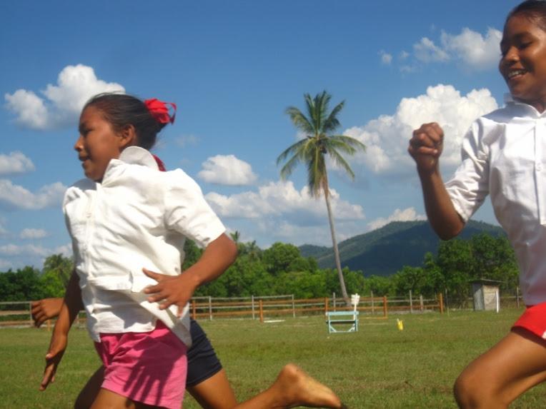 girls racing sand creek rupununi