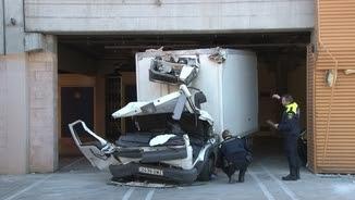 Mor el conductor d'un camió al Vendrell