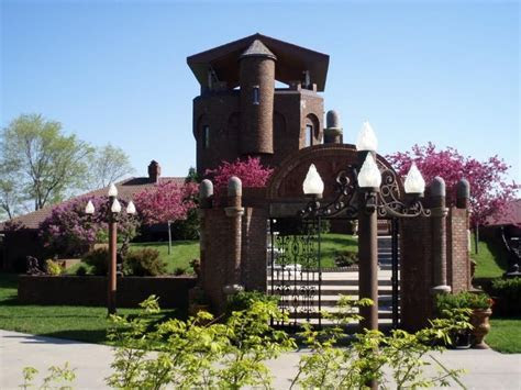 Castle Unicorn is in Iowa, 20mins south of Omaha, US. You