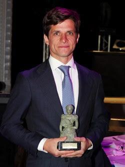 Julián López 'El Juli' con su galardón de 'Las majas de Goya' 2014