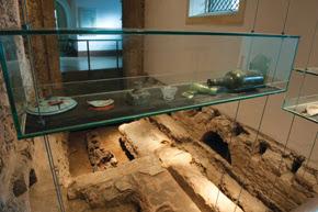 Cemitério nobre: sítio arqueológico na Igreja de Nossa Senhora do Carmo, onde eram enterrados os abastados - Foto - Léo Ramos
