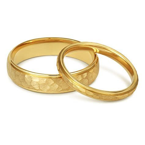 Fairtrade wedding rings: 5 ethical options for your big