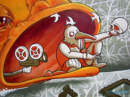 Arte Urbana by Mário Belém - Peixe laranja/Imaginário no CAE na Figueira da Foz Portugal - Elemento na boca do peixe (20) [en] Urban art by Mário Belém - Orange Fish/Imaginary in Art Center Figueira da Foz, Portugal