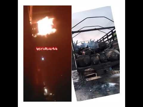 Saki Youths Burn Cattle-Laden Truck For Killing A Boy In Oyo (Photos)