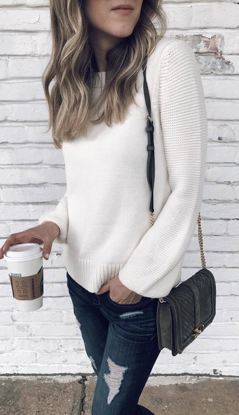 fall fashion inspiration / white sweater + bag + rips