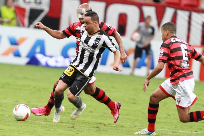 Lulinha Botafogo x Atlético-GO Mané Garrincha (Foto: Carlos Costa/Futura Press)