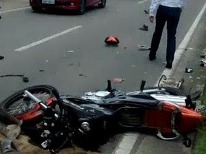 Motociclista morto em acidente na avenida José Herculano em Caraguatatuba (Foto: João Bosco de Carvalho/Vanguarda Repórter)