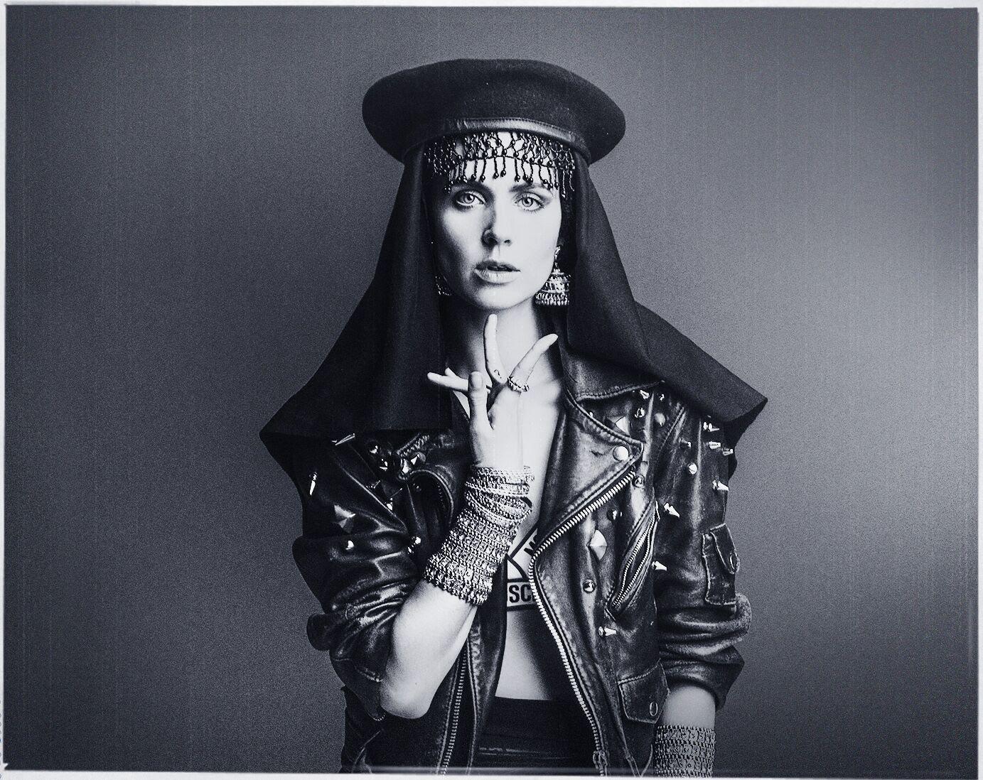 """""""Bad Girls 2.0""""? MØ lança clipe muito parecido com o sucesso de M.I.A. para """"Kamikaze""""!"""