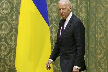 В Киеве заявили о способности Байдена долететь до середины Днепра