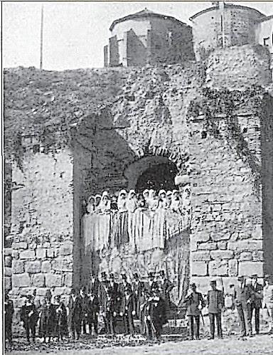 Comitiva de recibimiento a Alfonso XIII y Raymond Poincare en Toledo (Puente y Puerta de Alcántara) en 1913