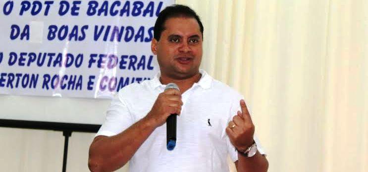 O deputado levou sua mensagem também aos militantes de Bacabal