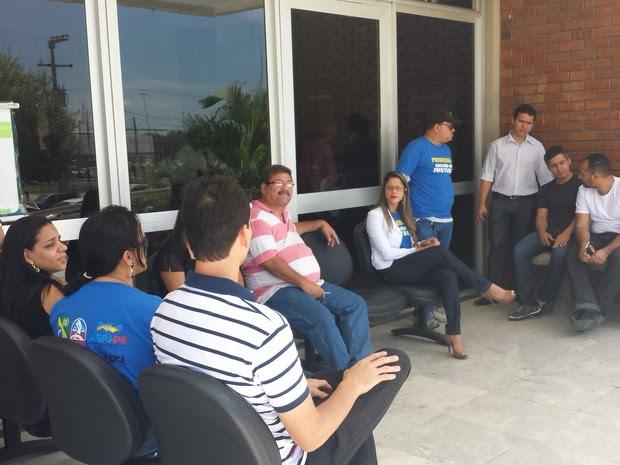 Servidores do TJPE em Petrolina (Foto: Luana Bernardes/TV Grande Rio)