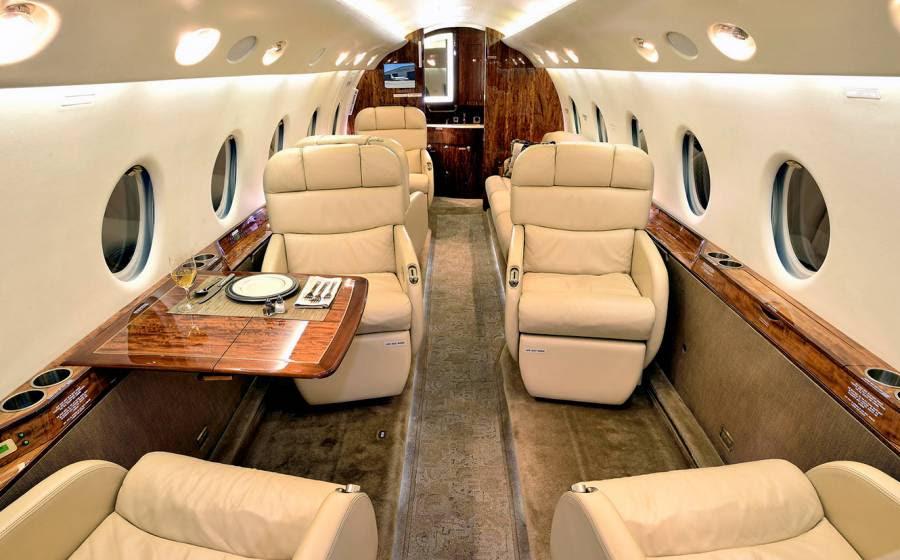 Interior do Gulfstream G200, semelhante ao do jato comprado por C. Ronaldo (Crédito: Gulfstream/Divulgação)