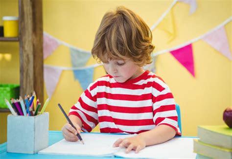yuk latih anak menulis sejak dini  meningkatkan
