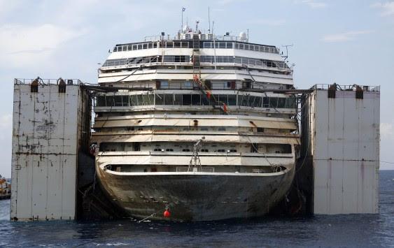 """Το τελευταίο """"ταξίδι"""" του Costa Concordia (ΦΩΤΟ)"""