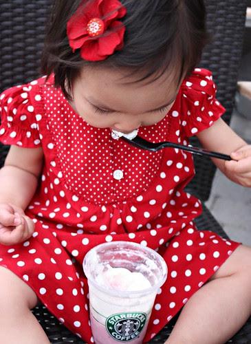 strawberries & cream frappuccino