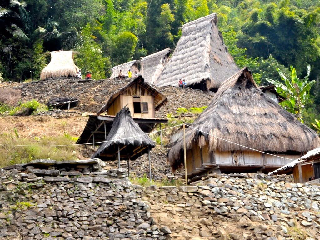 Inilah Kampung Adat Saga Dengan Arsitektur Rumah Dan Budayanya Yang Unik Mongabay Co Id
