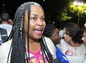 Olívia Santana comenta polêmica prisão após beijo forçado: 'subjugar a mulher é inaceitável'
