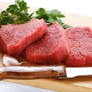 carne-vermelha-carne-crua-tabua-de-carne-faca-temperos-alho-cebola-1361385037452_300x300