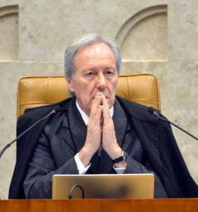 Tropeço na democracia, diz ministro sobre impeachment