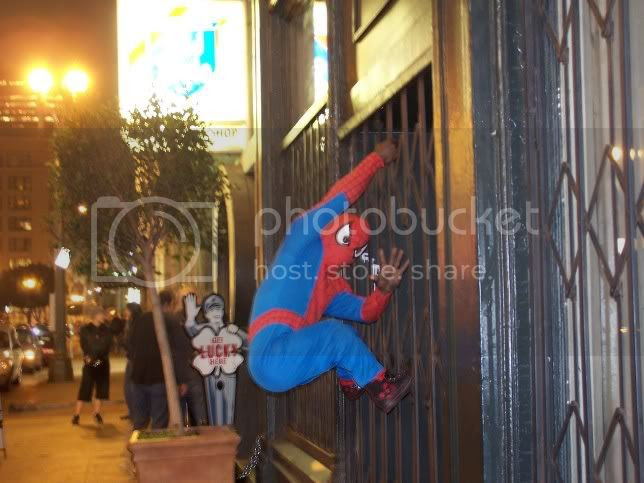 Spiderman Midget scales Bar 107 wall