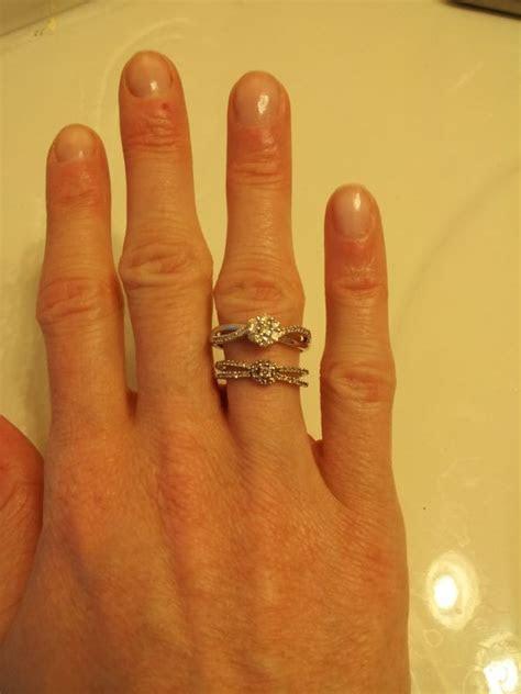 Izyaschnye wedding rings: Wedding ring on your left hand