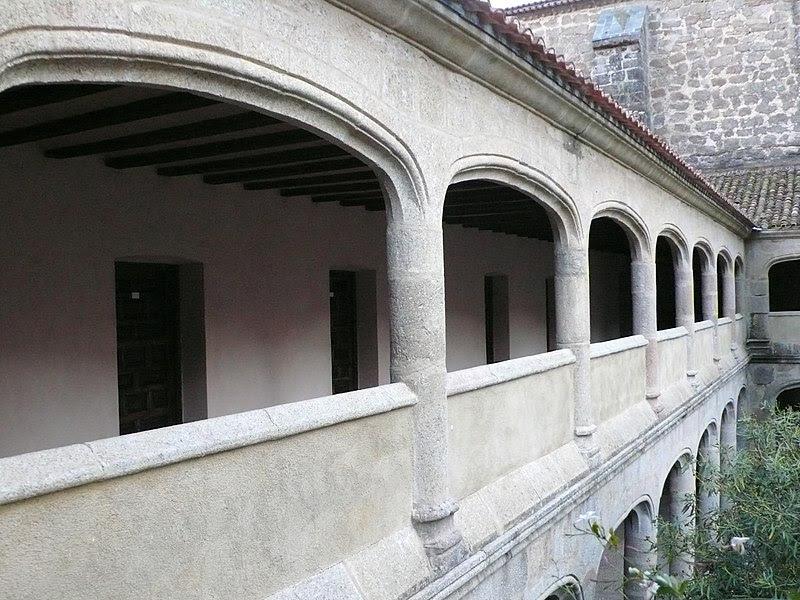 Monasterio de San Jerónimo de Yuste. Claustro gótico.jpg