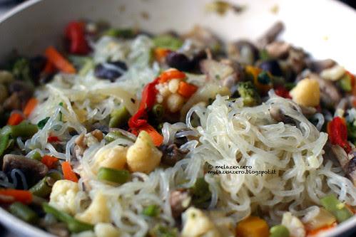 Shirataki con funghi e verdure
