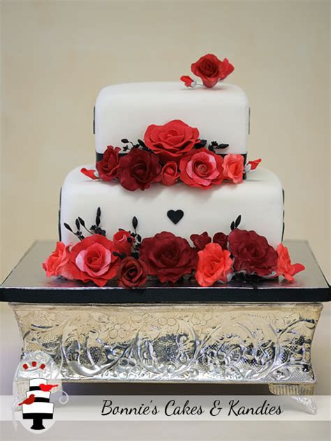 Romantic Roses in Shades of Red {Mount Isa Wedding Cake