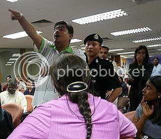 Image taken from Malaysiakini, hosting by Photobucket