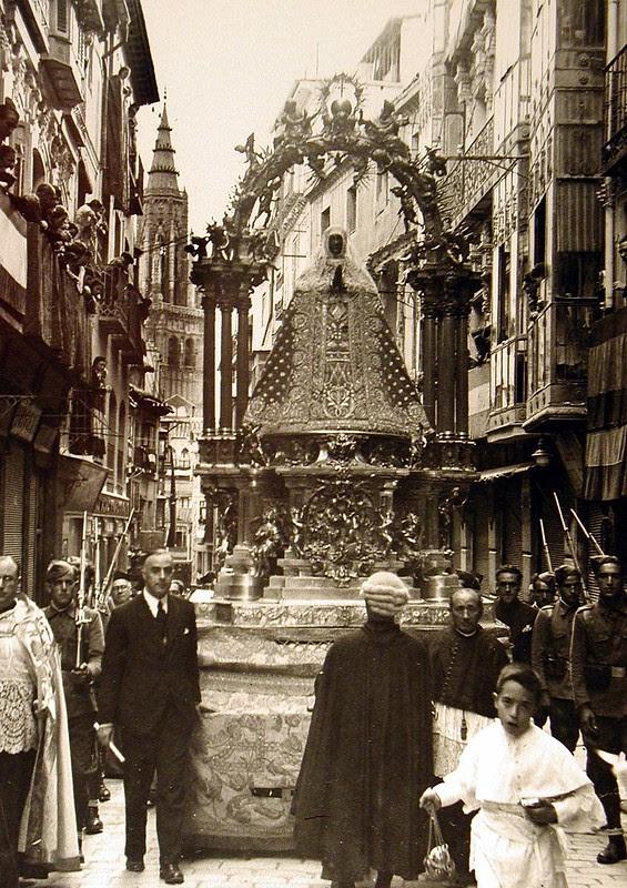 Recoronación de la Virgen del Sagrario el 1 de Octubre de 1939. Foto Rodríguez. Archivo Provincial de Toledo. Junta de Comunidades de Castilla-La Mancha