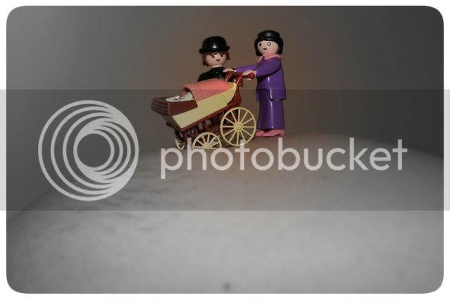 Bauchshooting: Babybauch mit Playmobilfamilie