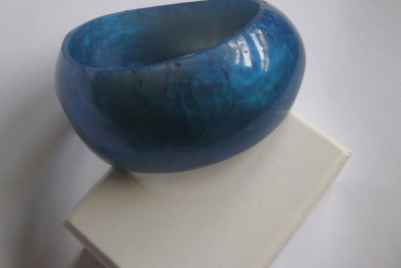 resin bangle. true blue. pearl. large size. handmade by whizzbangle. big bold bangle.