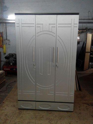 simple double door design in wood  | 500 x 752