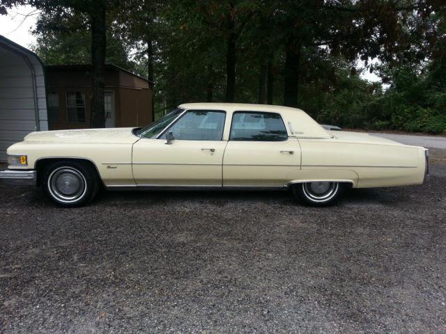 Seller of Classic Cars - 1975 Cadillac Fleetwood