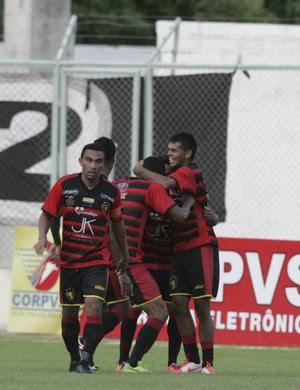 Guaraju quase surpreende Alvinegro quando virou a partida no segundo tempo (Foto: Lucas de Menezes/ Agência Diário)