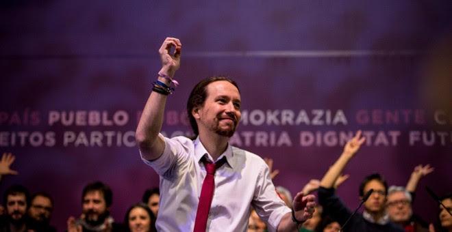 El líder de Podemos, Pablo Iglesias, en el escenario tras la proclamación de los resultados en las votaciones de la Asamblea Ciudadana Estatal de Vistalegre II. JAIRO VARGAS